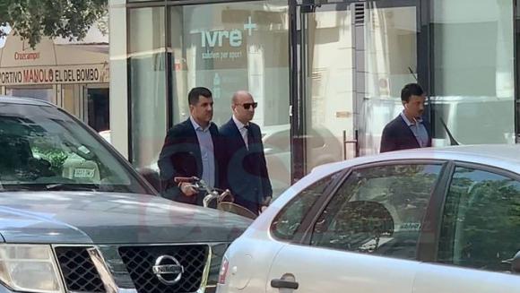 Los representantes del Stellar Group llegando a las oficinas de Valencia. Foto: Diario AS