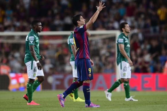 Suárez en el amistoso frente a León de México en su primer partido jugado en el Camp Nou. Foto: AFP