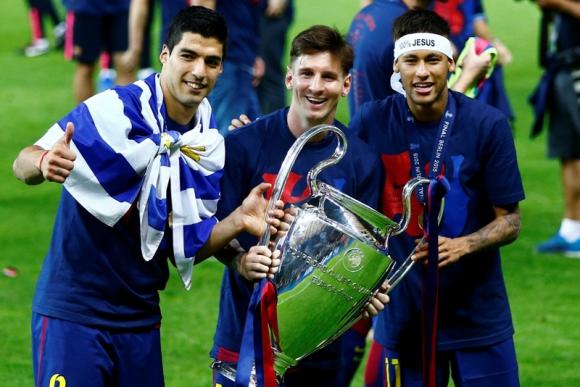 Junto a Messi y Neymar luego de haber obtenido la UEFA Champions League. Foto: AFP