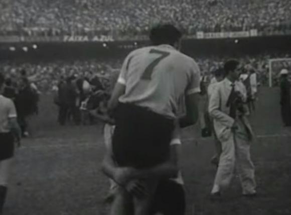 Ghiggia celebrando al final del partido