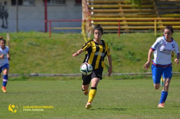 Clásico fútbol femenino. Peñarol vs Nacional