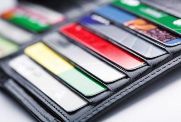 Billetera con tarjetas de crédito. Foto: Archivo El País