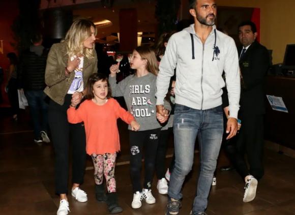 Cubero, sus hijas y Mica Vicciconte