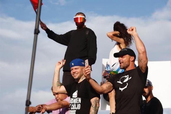 Bad Bunny ,Residente y Ricky Martin durantes las protestas. Foto: EFE