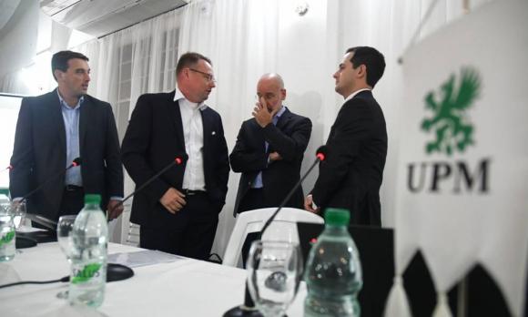 Los representantes de UPM durante la conferencia de anuncio en Paso de los Toros. Foto: Fernando Ponzetto