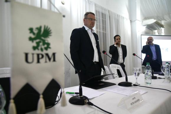 Petri Hakanen (izquierda), Gonzalo Giambruno (centro) y Javier Solari (derecha) presentaron el proyecto de UPM 2. Foto: Fernando Ponzetto