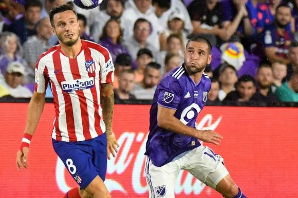 Nicolás Lodeiro y Saúl en el partido entre Atlético de Madrid y los All Star de la MLS. Foto: Efe.