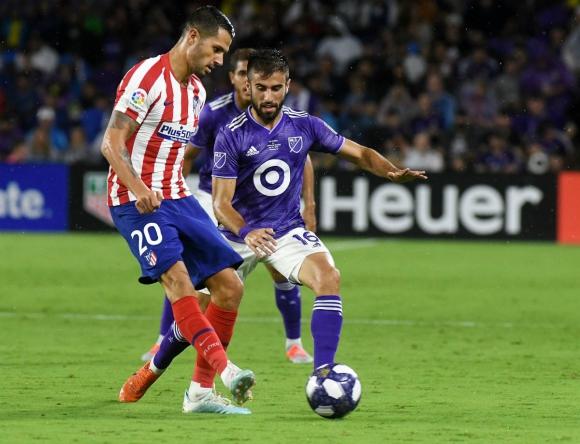 Diego Rossi en el partido entre los All Star de la MLS y el Atlético de Madrid. Foto: Efe.