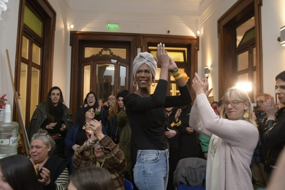 Integrantes del colectivo trans se reunieron este domingo en la Fundación Mario Benedetti. Foto: Marcelo Bonjour