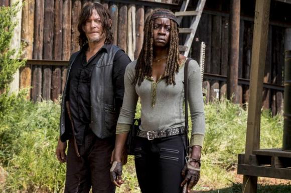 """Norman Reedus y Danai Gurira en """"The Walking Dead"""". Foto: Difusión."""