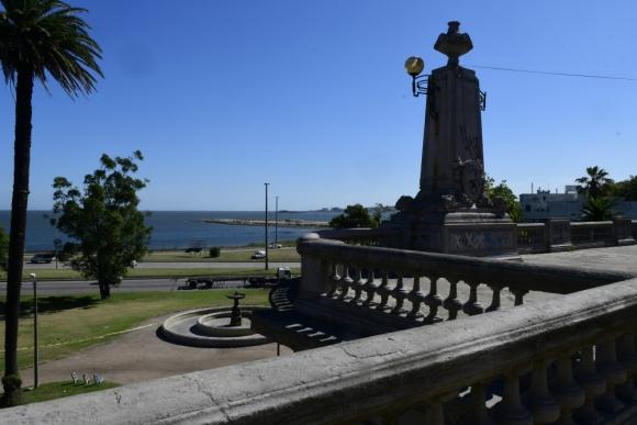 Los rasgos que sobreviven del Montevideo antiguo integrados al nuevo paisaje.
