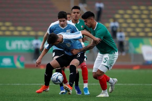 La selección sub 22 de Uruguay frente a México en los Juegos Panamericanos. Foto: Reuters.