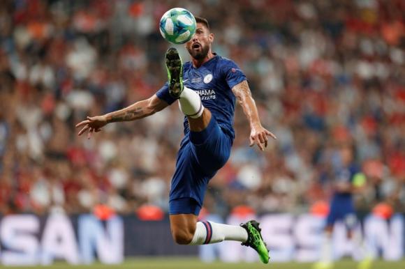 Olivier Giroud durante el juego entre Chelsea y Liverpool por la Supercopa. Foto: Reuters.