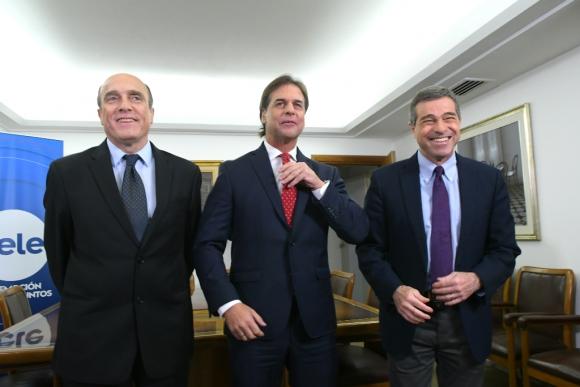 Daniel Martínez, Luis Lacalle Pou y Ernesto Talvi. Foto: Leonardo Mainé
