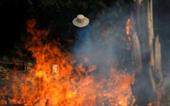 Trabajador rural en incendio del Amazonas