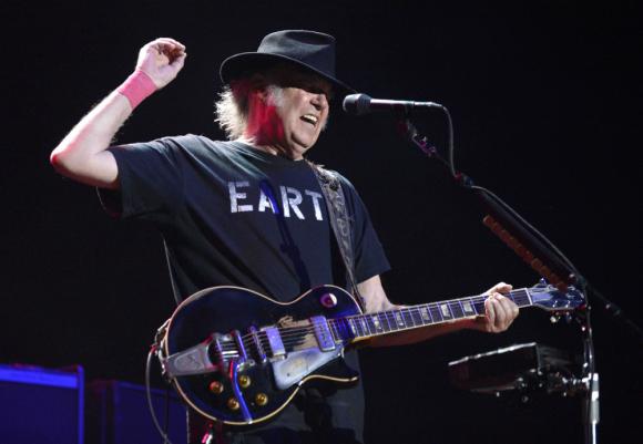 Neil Young, otro de los dioses del Olimpo rockero que sigue componiendo.