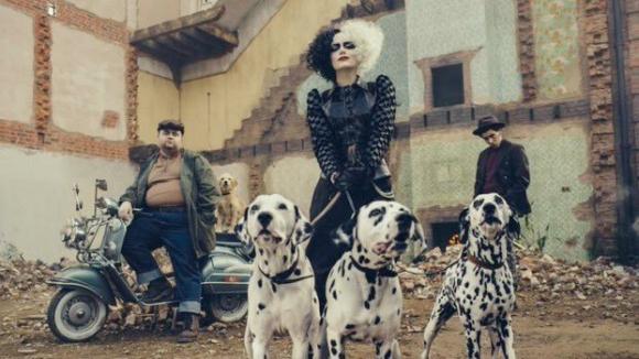 """Emma Stone como Cruella de Vil en la película """"Cruella"""". Foto: Difusión"""