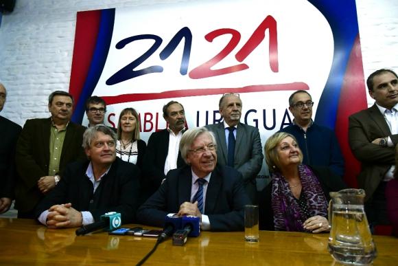 Conferencia de prensa de Danilo Astori. Foto: Fernando Ponzetto