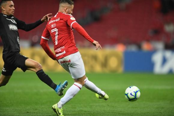 """El momento del remate del """"Diente"""" López para la victoria del Inter"""