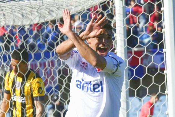 Gonzalo Castro celebra el gol de Nacional ante Peñarol. Foto: Gerardo Pérez.
