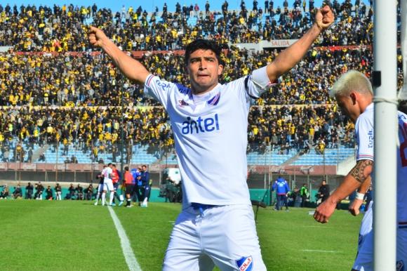 Gonzalo Castro celebra uno de los tantos anotados ante Peñarol. Foto: Gerardo Pérez.