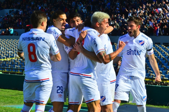 Los jugadores tricolores celebran el primer tanto de Gonzalo Castro. Foto: Gerardo Pérez.