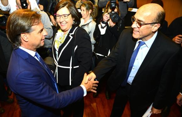 Lacalle Pou saluda a Martínez durante el evento en el Comité Central Israelita. Foto: Gerardo Pérez