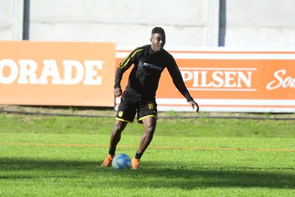 Misael Riascos durante el entrenamiento de Peñarol en Los Aromos. Foto: Marcelo Bonjour.