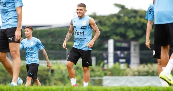 Lucas Torreira en el entrenamiento de la Selección uruguaya