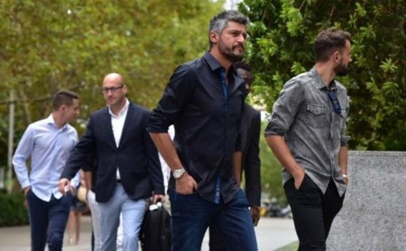 Gustavo Munúa y Cristhian Stuani arribando al juicio en Valencia