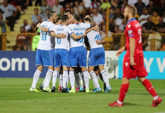 Italia festeja luego del gol de Andrea Belotti contra Armenia. Foto: Reuters