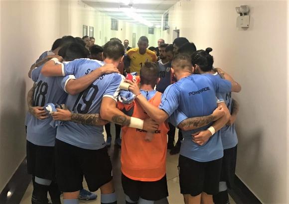 Fernando Muslera en la arenga previa al amistoso de Uruguay