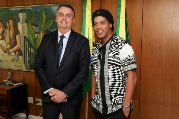 Ronaldinho y el presidente de Brasil, Jair Bolsonaro