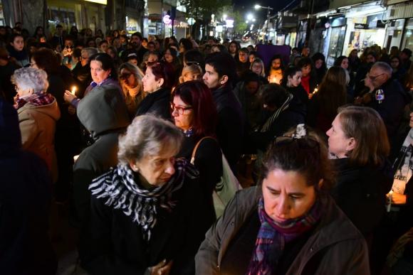 Cientos de personas se concentran en Florida tras el femicidio ocurrido este martes