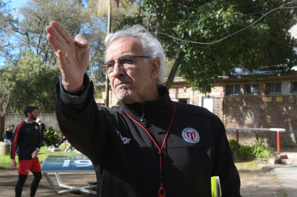 Jorge Fossati entrenador de River Plate previo a un entrenamiento. Foto: Leonardo Mainé.