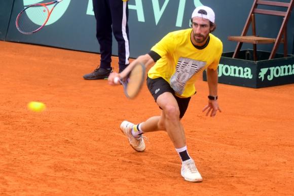 Pablo Cuevas en el entrenamiento de Uruguay por la Copa Davis.