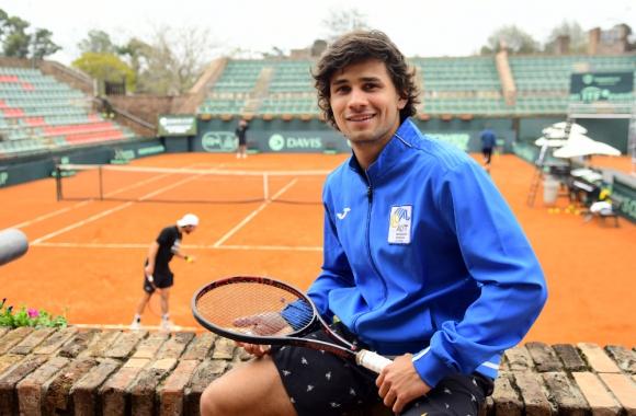 """Francisco """"Toto"""" Llanes en el Carrasco Lawn Tennis."""