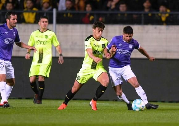 Peñarol vs. Defensor Sporting