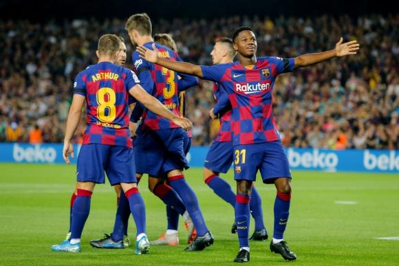 Ansu Fati celebra su gol con Barcelona ante Valencia. Foto: AFP.