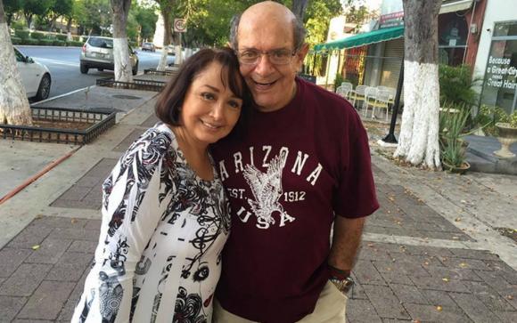 Maria Antonieta de las Nieves junto a su esposo. Foto: Twitter @lachilindrina.