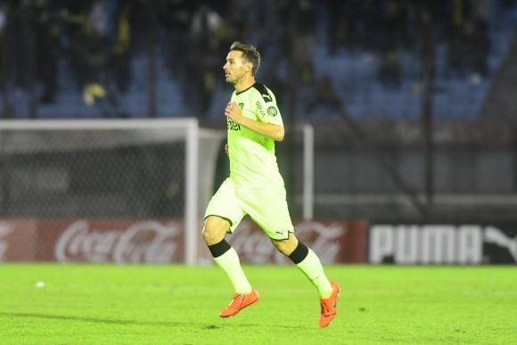 Xisco Jiménez tuvo su debut oficial con la camiseta de Peñarol. Foto: Marcelo Bonjour.