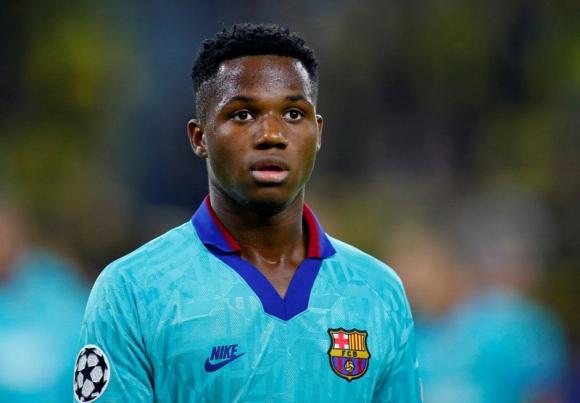 Ansu Fati luciendo la camiseta de Barcelona por Champions League. Foto: Reuters