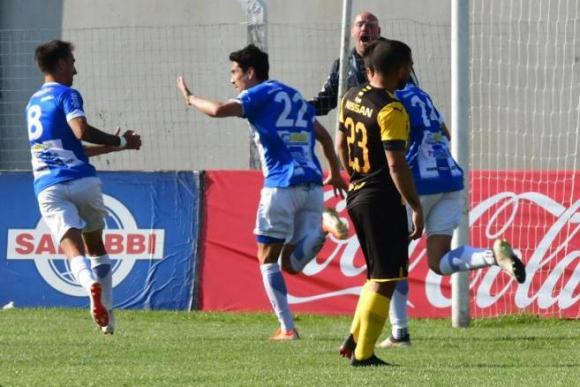 El festejo de José Varela en el duelo entre Juventud y Peñarol. Foto: Gerardo Pérez.