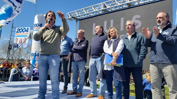 El candidato nacionalista en un acto en el Cerro. Foto: Prensa Luis Lacalle Pou.