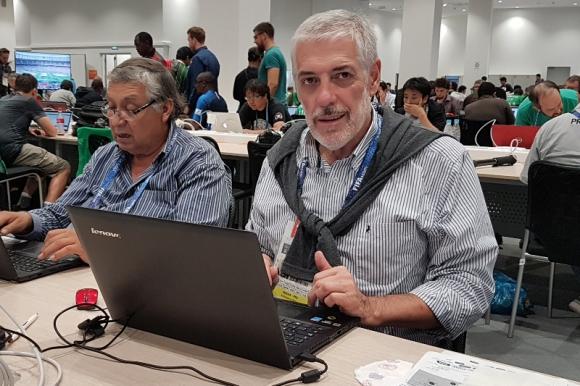 En Rusia. Jorge Barraza en plena tarea en el Centro de Prensa del Mundial 2018, el décimo que cubrió en su trayectoria periodística.