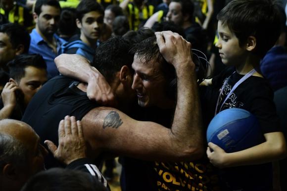 """Alejandro """"Pepusa"""" Pérez y Juan Wenzel en el ascenso de Peñarol en El Metro ante Cordón"""