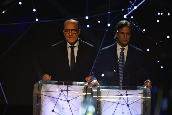Daniel Martínez y Luis Lacalle Pou disputan el primer debate presidencial en 25 años. Foto: Fernando Ponzetto