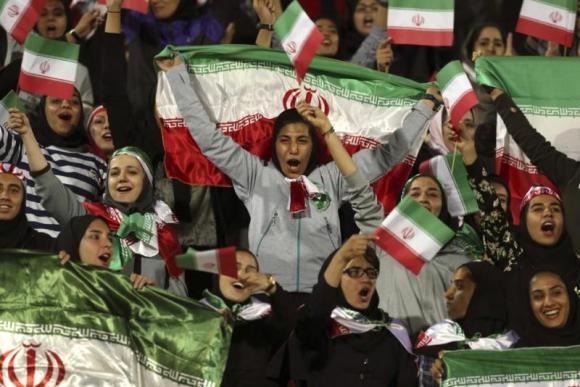 Mujeres iraníes en un amistoso ante Bolivia. Foto: AP / Vahid Salemi