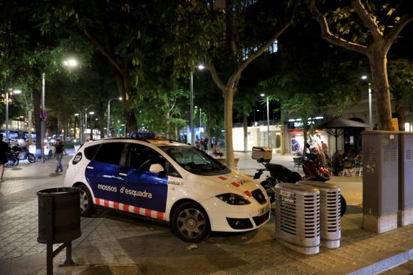 La policía se desplegó en los alrededores del Consulado de Uruguay en Barcelona este viernes: Foto: El Periódico de Catalunya - Ferran Nadeu