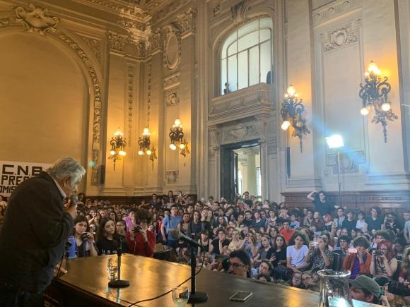 El expresidente José Mujica este viernes en el Colegio Nacional de Buenos Aires. Foto: prensa MPP